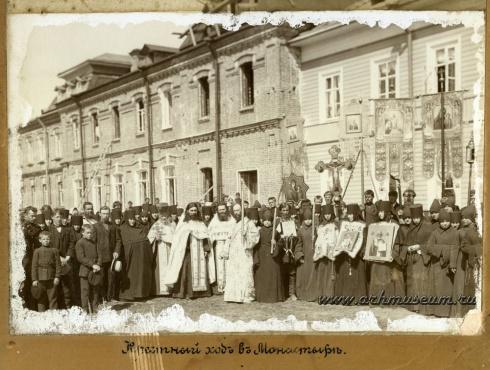 Крестный ход в монастыре