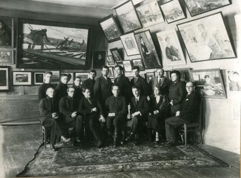 1 краевая выставка. В.Постников (1 ряд, 3-й слева)